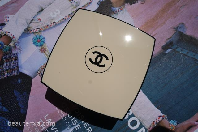 Chanel Les Beiges Gel Touch Healthy Glow Tint Foundation Cushion Compact, Chanel CC cushion swatches, shade 30 swatches, Chanel foundation, Chanel sunscreen, Dior CC cushion, Amore Pacific CC cushion, Dior foundation & Chanel make-up